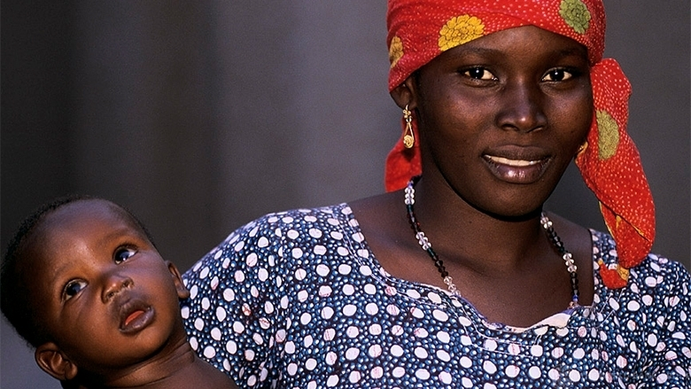 Portrait of mother and child. Mali. Photo: © Curt Carnemark / World Bank