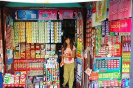 &#65&#32&#121&#111&#117&#110&#103&#32&#119&#111&#109&#97&#110&#32&#115&#116&#111&#99&#107&#115&#32&#97&#32&#115&#116&#111&#114&#101&#32&#105&#110&#32&#80&#121&#105&#110&#32&#79&#111&#32&#76&#119&#105&#110&#44&#32&#77&#121&#97&#110&#109&#97&#114&#46&#32&#80&#104&#111&#116&#111&#58&#32&#84&#104&#111&#109&#97&#115&#32&#67&#104&#101&#97&#116&#104&#97&#109
