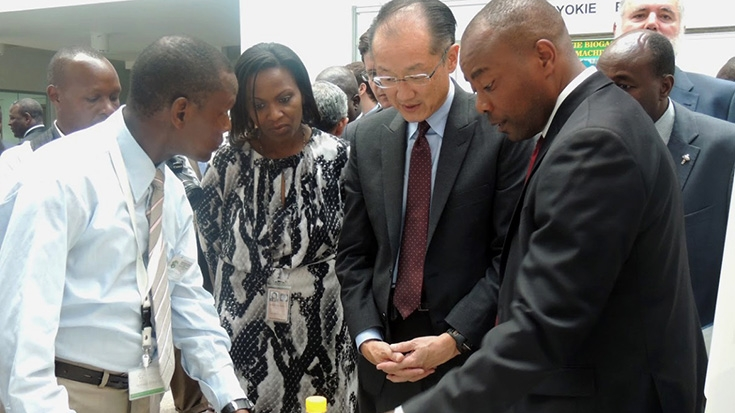 &#77&#111&#104&#97&#109&#101&#100&#32&#75&#97&#100&#104&#105&#32&#40&#108&#101&#102&#116&#41&#32&#100&#101&#109&#111&#110&#115&#116&#114&#97&#116&#101&#115&#32&#67&#67&#76&#8217&#115&#32&#101&#116&#104&#97&#110&#111&#108&#32&#103&#101&#108&#32&#97&#110&#100&#32&#99&#111&#111&#107&#115&#116&#111&#118&#101&#32&#116&#111&#32&#68&#114&#46&#32&#74&#105&#109&#32&#89&#111&#110&#103&#32&#75&#105&#109&#44&#32&#80&#114&#101&#115&#105&#100&#101&#110&#116&#32&#111&#102&#32&#116&#104&#101&#32&#87&#111&#114&#108&#100&#32&#66&#97&#110&#107&#32&#71&#114&#111&#117&#112&#44&#32&#100&#117&#114&#105&#110&#103&#32&#68&#114&#46&#32&#75&#105&#109&#8217&#115&#32&#118&#105&#115&#105&#116&#32&#116&#111&#32&#75&#67&#73&#67&#32&#111&#110&#32&#79&#99&#116&#111&#98&#101&#114&#32&#50&#56&#44&#32&#50&#48&#49&#52&#46&#32&#80&#104&#111&#116&#111&#32&#99&#114&#101&#100&#105&#116&#58&#32&#84&#104&#101&#32&#87&#111&#114&#108&#100&#32&#66&#97&#110&#107&#47&#75&#101&#110&#121&#97&#32&#67&#108&#105&#109&#97&#116&#101&#32&#73&#110&#110&#111&#118&#97&#116&#105&#111&#110&#32&#67&#101&#110&#116&#101&#114