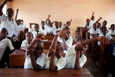 &#83&#116&#117&#100&#101&#110&#116&#115&#32&#114&#97&#105&#115&#101&#32&#116&#104&#101&#105&#114&#32&#104&#97&#110&#100&#115&#32&#116&#111&#32&#97&#110&#115&#119&#101&#114&#32&#97&#32&#113&#117&#101&#115&#116&#105&#111&#110&#32&#105&#110&#32&#97&#32&#112&#114&#105&#109&#97&#114&#121&#32&#115&#99&#104&#111&#111&#108&#32&#105&#110&#32&#116&#104&#101&#32&#68&#101&#109&#111&#99&#114&#97&#116&#105&#99&#32&#82&#101&#112&#117&#98&#108&#105&#99&#32&#111&#102&#32&#67&#111&#110&#103&#111&#44&#32&#97&#32&#99&#111&#117&#110&#116&#114&#121&#32&#116&#104&#97&#116&#32&#104&#97&#115&#32&#98&#101&#110&#101&#102&#105&#116&#101&#100&#32&#102&#114&#111&#109&#32&#100&#101&#98&#116&#32&#114&#101&#108&#105&#101&#102&#46&#32&#80&#104&#111&#116&#111&#32&#169&#32&#68&#111&#109&#105&#110&#105&#99&#32&#67&#104&#97&#118&#101&#122&#47&#87&#111&#114&#108&#100&#32&#66&#97&#110&#107&#46