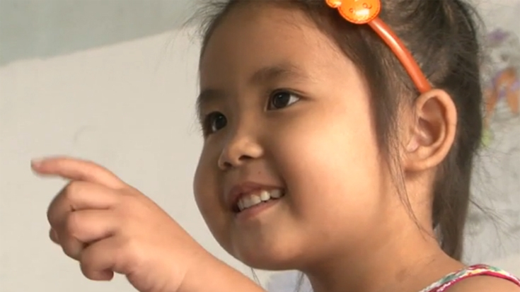 Helping Vietnamese Deaf Children Speak with Sign Language