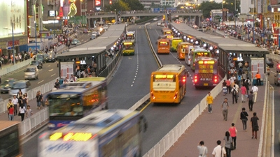 Bus rapid transit in Guangzhou. Benjamin Arki/World Bank