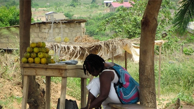 Ghana's Kayayei - Carrying the Family Load © Acumen Fund