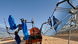 Solar panels are cleaned at a solar panel plant in Morocco. - Photo: Dana Smillie/World Bank