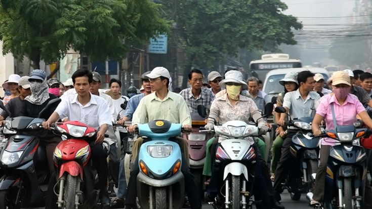 Traffic in Hanoi. Simone D. McCourtie/World Bank