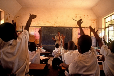 &#67&#104&#105&#108&#100&#114&#101&#110&#32&#114&#97&#105&#115&#101&#32&#116&#104&#101&#105&#114&#32&#104&#97&#110&#100&#115&#32&#105&#110&#32&#97&#32&#99&#108&#97&#115&#115&#114&#111&#111&#109