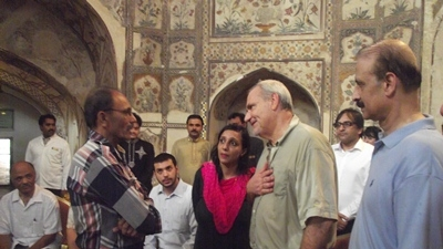 Le Houérou attended a community-organized breakfast, held at the Shahi Hamam, site of a World Bank-assisted restoration project.