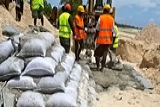 Building seawalls in Kiribati. Lauren Day / World Bank