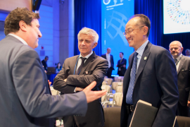 &#77&#97&#114&#101&#107&#32&#66&#101&#108&#107&#97&#44&#32&#99&#104&#97&#105&#114&#109&#97&#110&#32&#111&#102&#32&#116&#104&#101&#32&#68&#101&#118&#101&#108&#111&#112&#109&#101&#110&#116&#32&#67&#111&#109&#109&#105&#116&#116&#101&#101&#44&#32&#99&#101&#110&#116&#101&#114&#44&#32&#97&#110&#100&#32&#87&#111&#114&#108&#100&#32&#66&#97&#110&#107&#32&#71&#114&#111&#117&#112&#32&#80&#114&#101&#115&#105&#100&#101&#110&#116&#32&#74&#105&#109&#32&#89&#111&#110&#103&#32&#75&#105&#109&#44&#32&#114&#105&#103&#104&#116&#44&#32&#99&#104&#97&#116&#32&#119&#105&#116&#104&#32&#97&#110&#32&#97&#116&#116&#101&#110&#100&#101&#101&#32&#98&#101&#102&#111&#114&#101&#32&#116&#104&#101&#32&#68&#101&#118&#101&#108&#111&#112&#109&#101&#110&#116&#32&#67&#111&#109&#109&#105&#116&#116&#101&#101&#32&#109&#101&#101&#116&#105&#110&#103&#46&#32&#169&#32&#83&#105&#109&#111&#110&#101&#32&#68&#46&#32&#77&#99&#67&#111&#117&#114&#116&#105&#101&#47&#87&#111&#114&#108&#100&#32&#66&#97&#110&#107