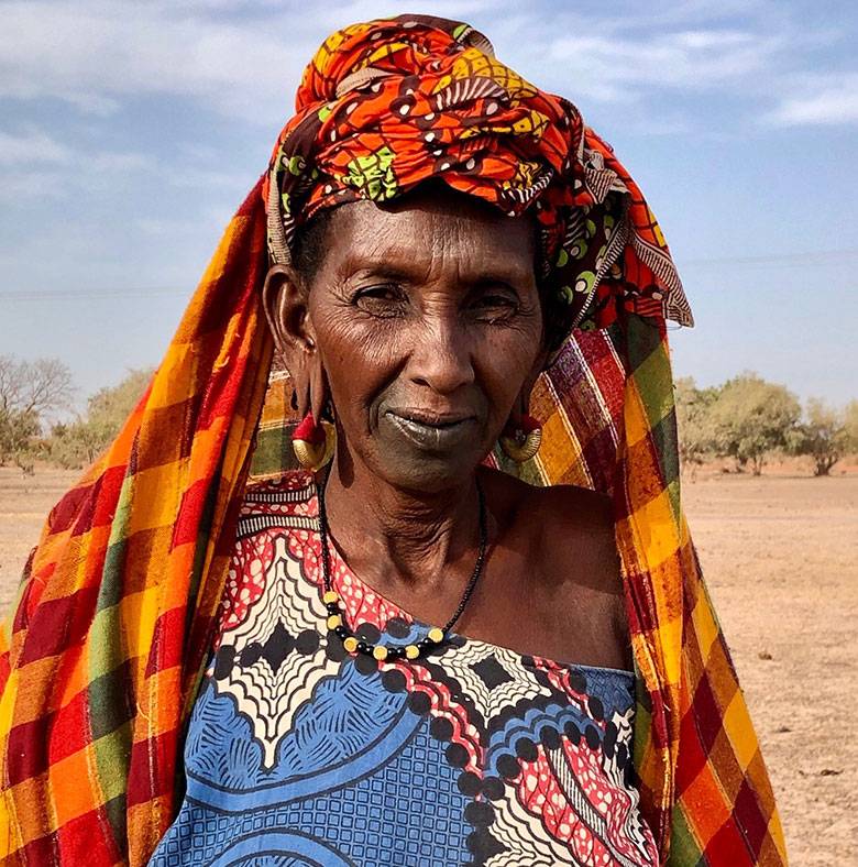 Each year, as the dry season begins, Kaffia and her family leave their region of Podor in the far north close to the border with Mauritania and journey by cart to the south in search of pastureland and water for their cattle, goats, and sheep. © Elena Trimboli-Queyranne/World Bank
