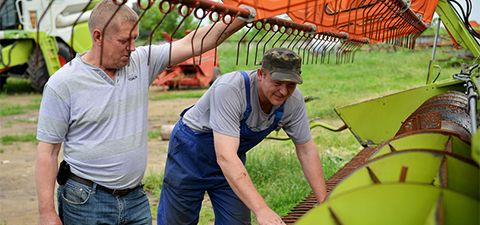 Workers inspect harvester at a farm of private company Vlad in Kirovohrad region, Ukraine. © Genya Savilov/International Finance Corporation (IFC)