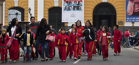 Students walk the streets of near the Plaza de Armas in Lima, Peru. © World Bank/Dominic Chavez
