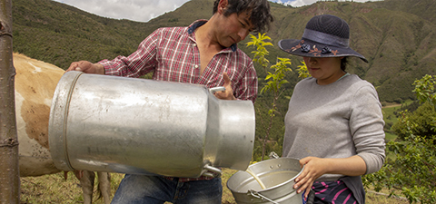 Two farmers at their farm in Colombia. Photo: © Flore de Preneuf/World Bank