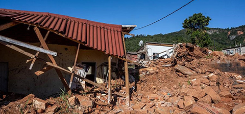 A house destroyed by Cyclone Idai in Zimbabwe. Photo: © Dorte Verner/World Bank
