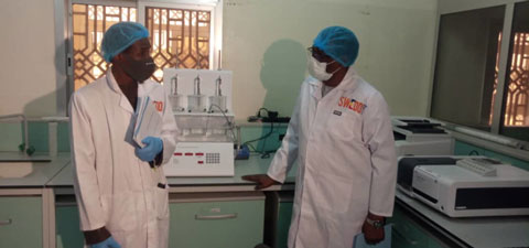 The Ministry of Health has used the structures and equipment already in place, such as this laboratory set up and equipped by the SWEDD project in 2019, to manufacture hand sanitizer in record time. Photo: © Edmond Dingamhoudou/World Bank