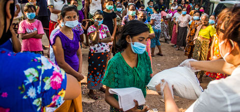 People in Myanmar receiving food assistance during the COVID-19 pandemic. Photo: © World Bank