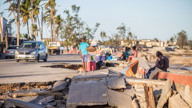 In Beira, Mozambique, Cyclone Idai caused extensive damage to the city's infrastructure, including roads. Photo: Sarah Farhat/World Bank