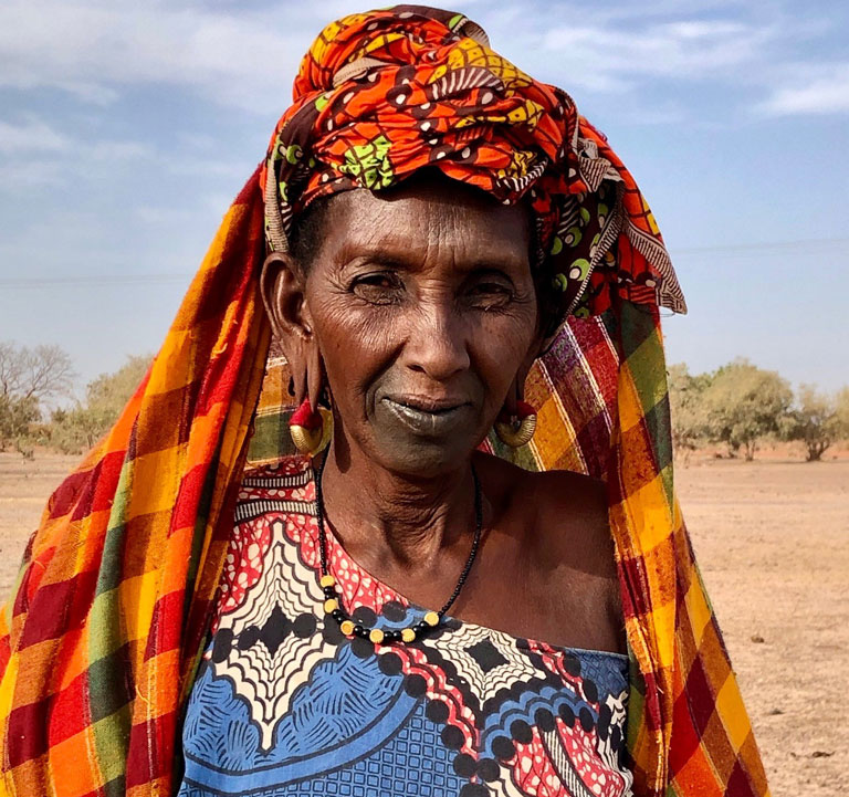 Each year, as the dry season begins, Kaffia and her family leave their region of Podor in the far north close to the border with Mauritania and journey by cart to the south in search of pastureland and water for their cattle, goats, and sheep. © Elena Queyranne/World Bank
