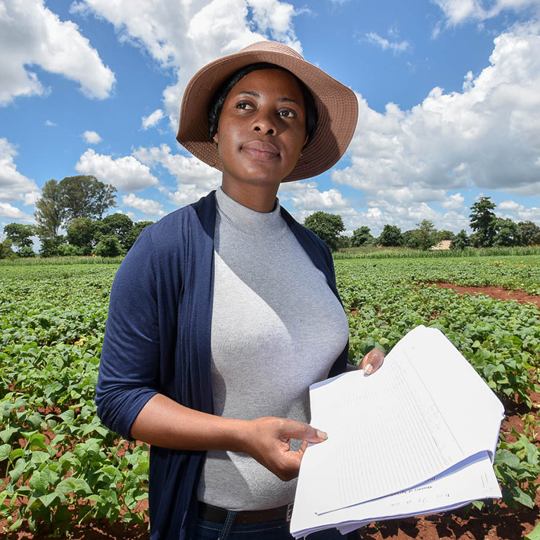Involving more women and youth in agricultural extension could be a catalyst for agriculture transformation. Photo: Neil Palmer / CIAT