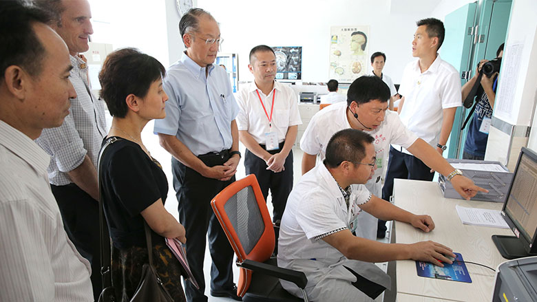 World Bank Group President Jim Yong Kim Visits Fujian to See China's Healthcare Reform
