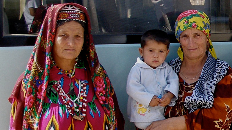 Tajik women and a child by bus, Tajikistan. Photo: Agi Kiss/The World Bank