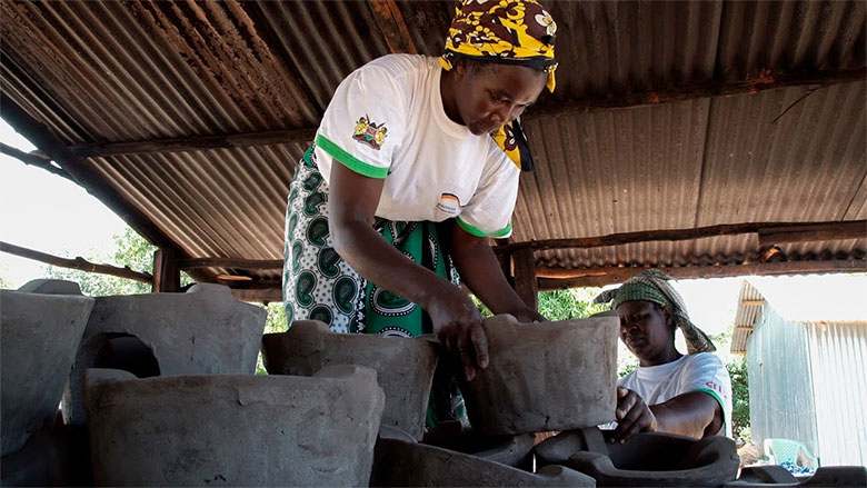 Kenya Cooks with Improved Stoves