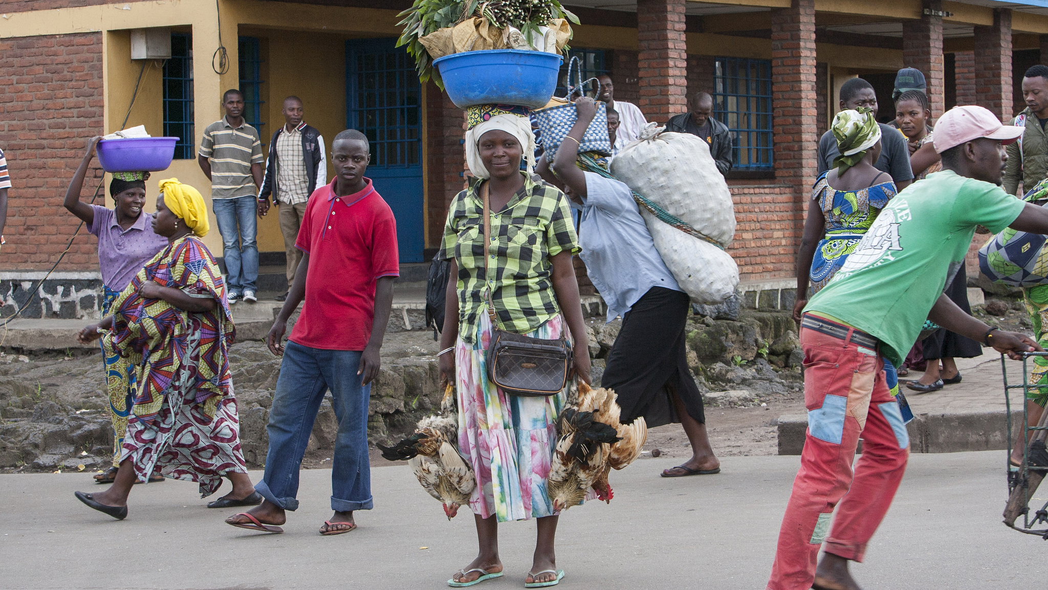 Small traders cross the border between Rwanda and Democratic Republic of Congo.