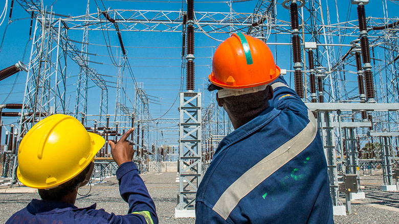 Africa's Pulse: Focus on Closing the Infrastructure Gap to Increase Growth