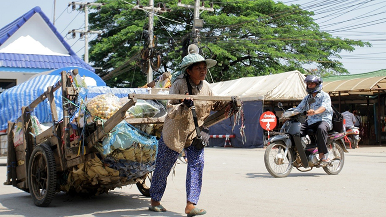 Better Systems Are Needed to Support Women Cross-border Traders in Cambodia and Lao PDR