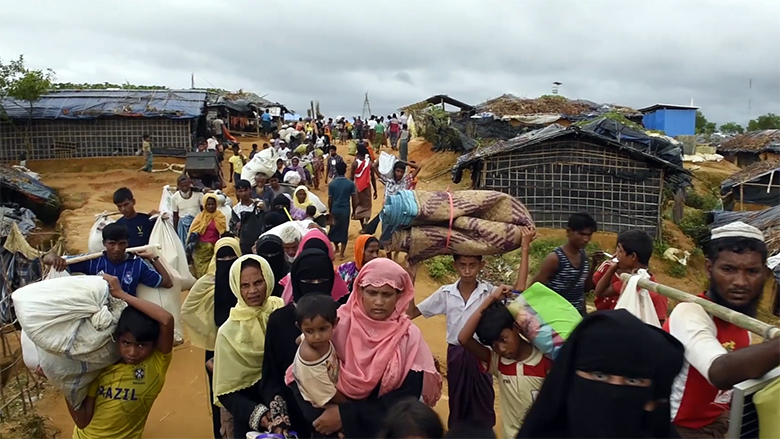 Rohingya refugees exhausted streaming off boats arriving on the beach (Shamlapur village, Bangladesh, 2017-09-06). Credit: UNHCR