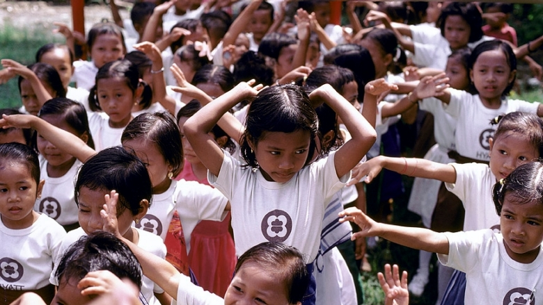 Indonesian Children Exercising. Copyright: Ray Witlin/World Bank